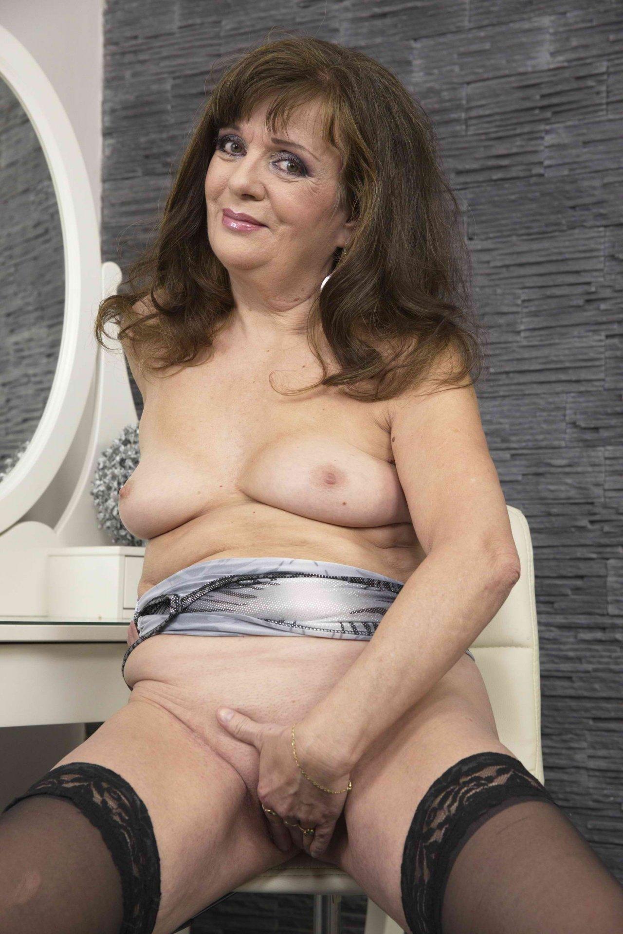 lustyAdriana from City of Nottingham,United Kingdom